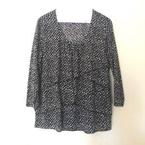 Black and white geometric top